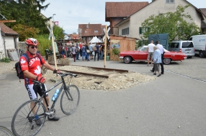 The railway crossing in the Wild West of Trasadingen - let the grape festivals begin!!